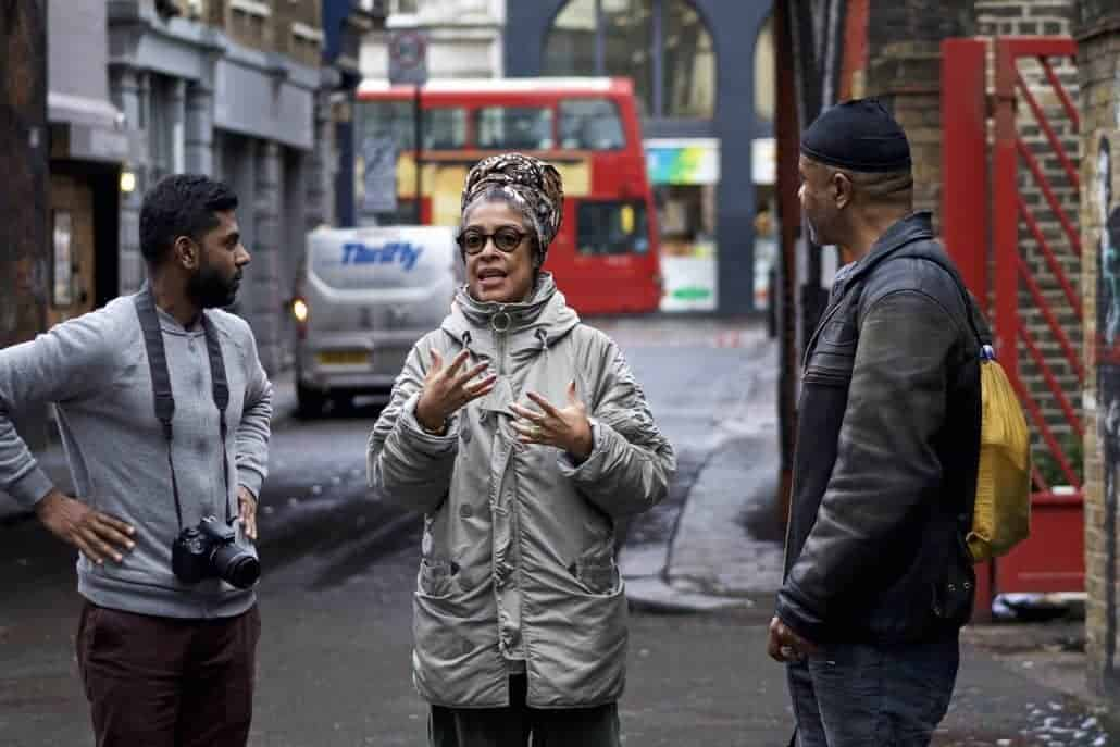 Gisela Torres, an Accumul8 tutor, shares her photography wisdom and skills with Jay and Alex, two Accumul8 participants on the Shoreditch Shoots photography workshop.